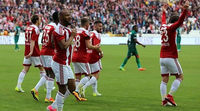 Sivasspor Kritik Maçı 2-0 Kazandı
